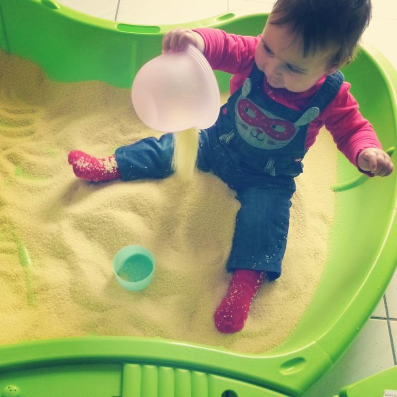 Bac semoule bac sensoriel - Bac a sable bebe ...