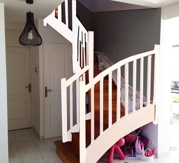 titval relooking de la cage d 39 escalier page 2. Black Bedroom Furniture Sets. Home Design Ideas