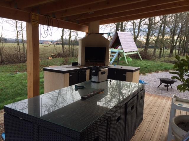 que choisir en fonction de ma terrasse existante piscines plages. Black Bedroom Furniture Sets. Home Design Ideas