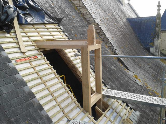 cr ation de lucarne sur chateau des nouyers charente maritime. Black Bedroom Furniture Sets. Home Design Ideas