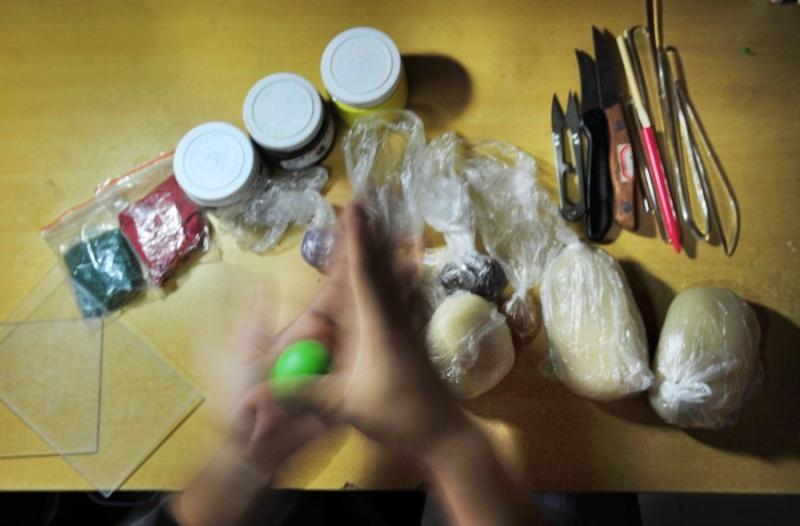 شاب صيني يصنع تماثيل من العجين ...مهارات لا يصدقها العقل 111.jpg