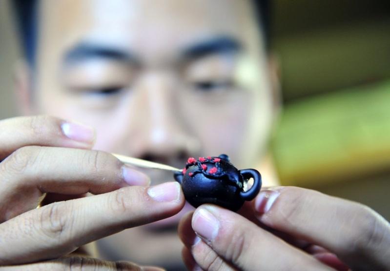 شاب صيني يصنع تماثيل من العجين ...مهارات لا يصدقها العقل 211.jpg