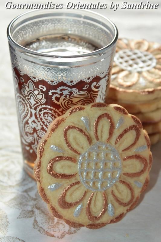 Biscuits rosaces l 39 eau de rose et peinture alimentaire for Peinture alimentaire cuisine
