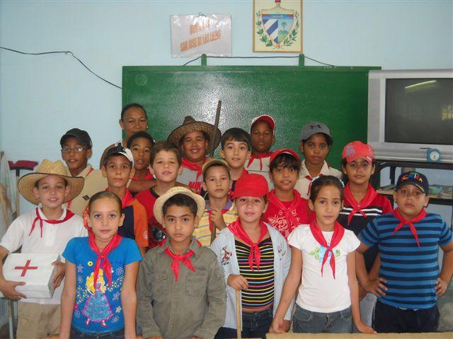 Nuevos Pioneros exploradores de la Escuela Camilo Cienfuegos