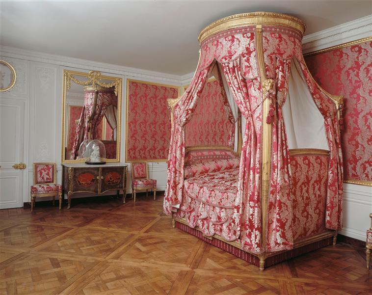 La visite du petit trianon la chambre louis xv for Chambre louis xvi