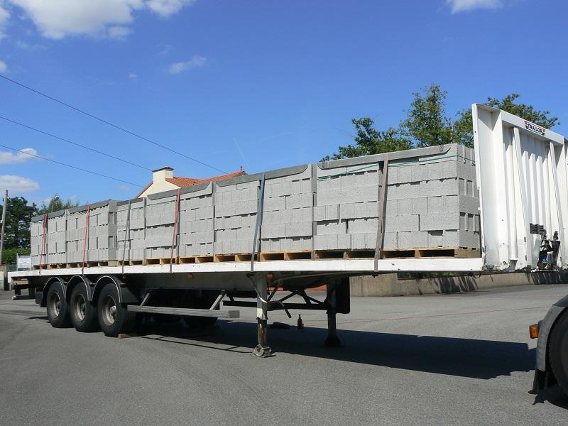 Remorque pour camion scania for Combien de parpaing par palette