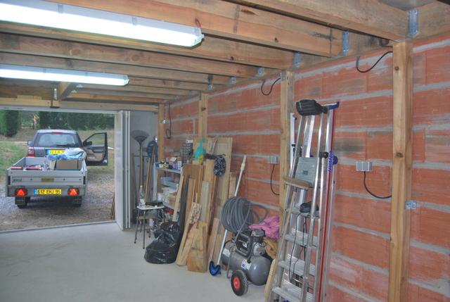 Question comment fixer une muraill re dans des parpaings for Garage bois ou parpaing