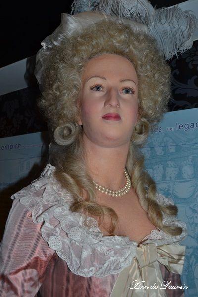 Super Marie Antoinette par Madame Tussaud - Page 6 CV49